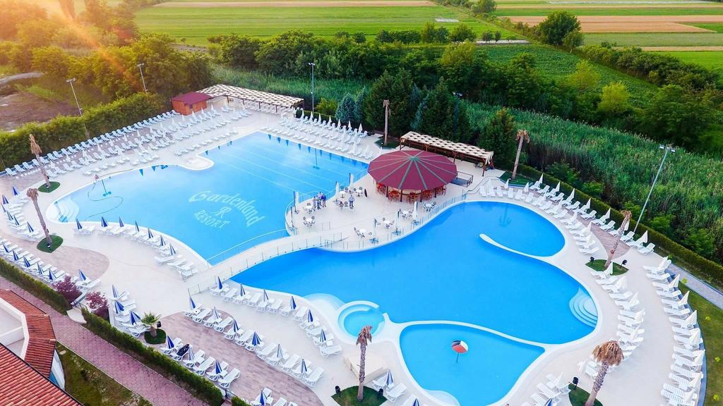 Gardenland Resort, just 15 km from Shkodra, Albania - Hotel - Bar & Restaurant - Confectionery - Pool - Resort in Albania - Shkoder Resort Pishina Shkoder - Pishina Shqiperi - Piscina Gardenland Resort - In un superficie di 1400 m2, è una delle piscine più moderne e più grandi in Albania - Piscina in Scutari Piscina in Albania Gardenland Resort, vetem 15 km nga Shkoder Albania - Hotel - Bar & Restorant - Pasticeri - Pishine - Resort ne Shqiperi - Resort Shkoder